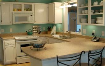 Turquoise and white kitchen in Durham, NC